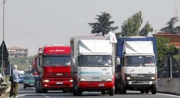 Libera circolazione dei camion per tutto aprile